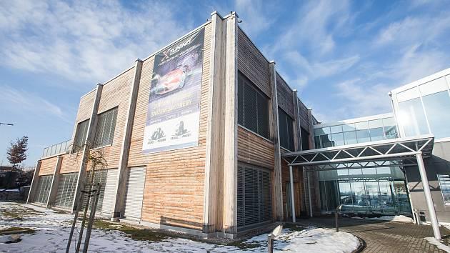 Místo pro budoucí očkovací centrum v prostorách bývalého vědeckotechnologického parku v průmyslové zóně v Hruškových Dvorech.