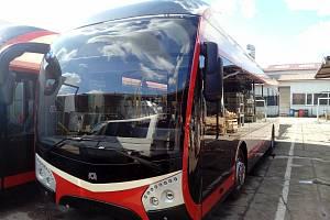 Sedm parciálních trolejbusů Škoda 32 Tr by mělo už od září jezdit i v Jihlavě.