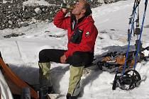 Radek Jaroš měl v základním táboře i náš národní nápoj – pivo. Při výstupu potkával členy jiných expedic, kteří ovšem mířili na nedaleký Everest.