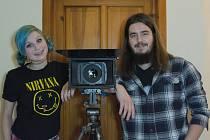 Tereza Buštová a Pravomil Prchal se baví tím, že natáčejí videa, která umisťují na internetový kanál.