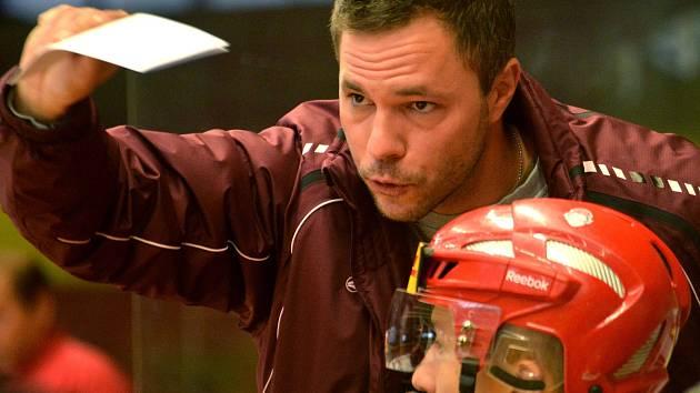 Trenér juniorů Dukly Karel Nekvasil bude mít po odmlce způsobené příušnicemi krátkou dobu na to, aby své svěřence připravil na zbylých pět zápasů základní části.