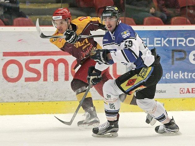 Hokejisté Dukly neponechali nic náhodě a hned při první příležitosti ukončili čtvrtfinálovou sérii s Havířovem. Včerejší pátý zápas série vyhráli na svém ledě 5:2.