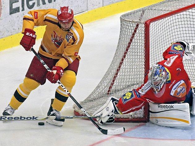 Dostatek šancí i přesilových her měli v utkání s Olomoucí k dispozici jihlavští hokejisté. Proměnili však jenom jedinou, a připsali si tak další letní porážku.