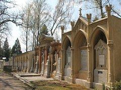 Některé hrobky jsou již zrekonstruované, jiné oprava teprve čeká.