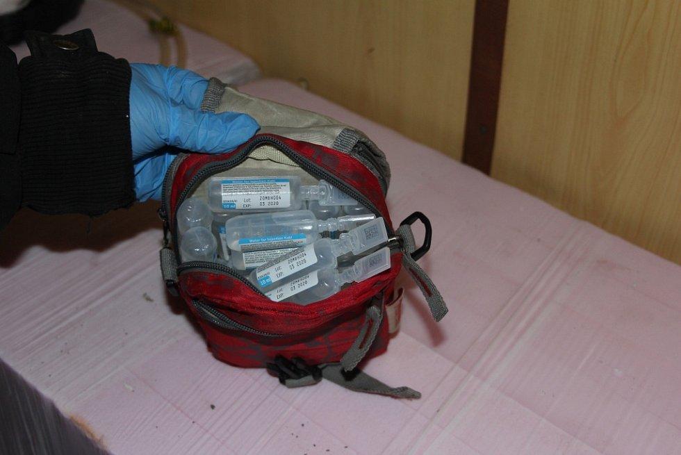Trojice obviněných vyráběla drogy ve velkém. Laboratoře měla v maringotce v Dušejově a v garáži v centru Jihlavy.