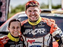 Úsměv v cíli.  Ilka Minorová a Martin Prokop byli rádi, že letošní náročný Dakar bez úhony dokončili.