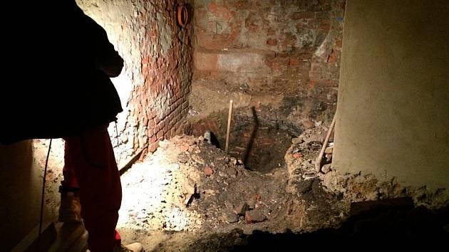 Dosud o něm nevěděli. Objevený dosud neznámý vchod ve sklepě Oblastní galerie Vysočiny v Jihlavě. Zakreslený není v žádných podkladech a ani v mapách jihlavského podzemí.