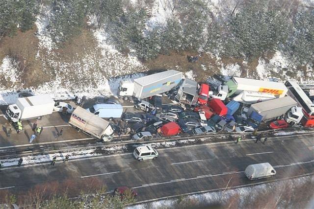 Letecký pohled z nehody na D1