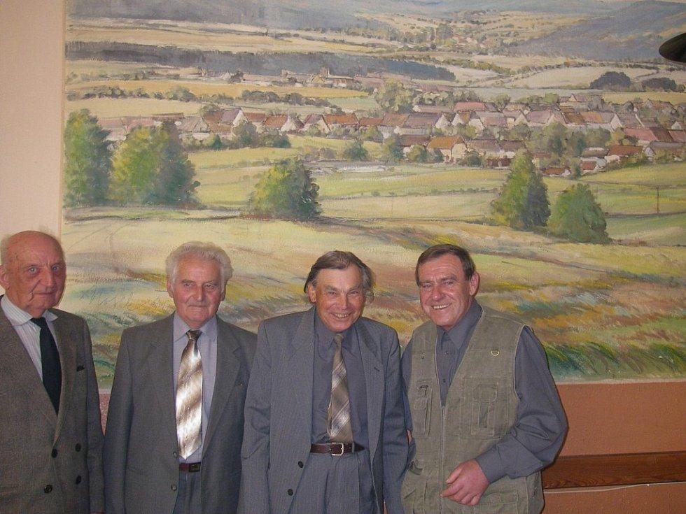 Sedlejovští rodáci před obrazem Antonína Noska.
