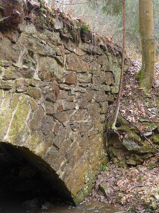 Kamenný most u Henčova a Velkého Beranova zkonce osmnáctého století.