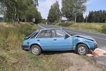 Sedmatřicetiletý Petr chtěl s fordem narazit do zdi. Byl tak opilý, že havaroval do příkopu na rovném úseku před obcí Vodná a skončil na střeše.