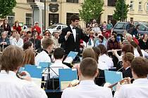 Orchestr Tutti mohli jihlavští diváci vidět před dvěma týdny u parku Gustava Mahlera. Další koncert pod širým nebem je naplánován na páteční večer.