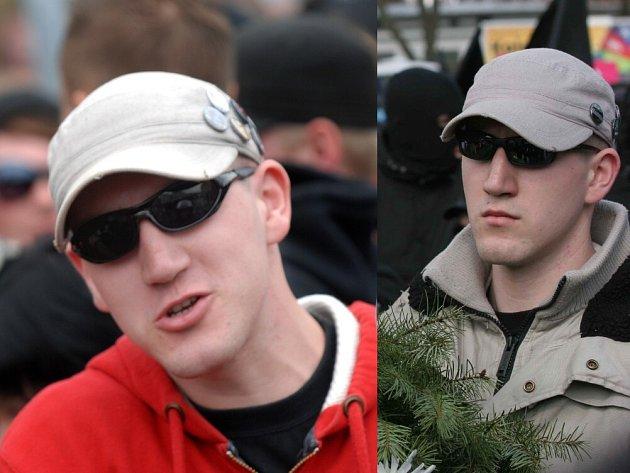 Český neonacista, který se měl podílet na napadení fotografa v Drážďanech. Vlevo na sobotní akci vNěmecku, vpravo, jak nese věnce při pochodu Jihlavou letos v březnu.