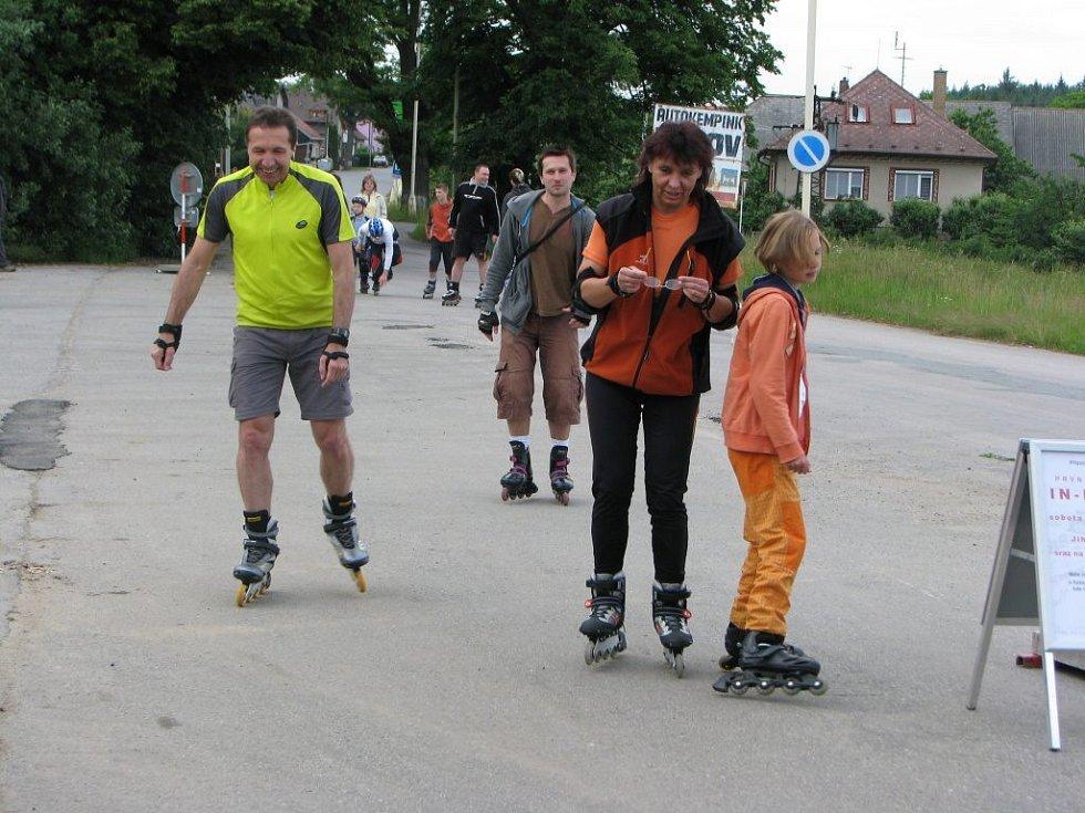 V Pávovské ulici, kde premiérová jízda proběhla, se v sobotu večer sjelo více než padesát milovníků kolečkových bruslí.