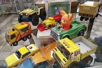 Hračky a autíčka z minulého století. Skvosty najdete v Muzeu autíček na zámku v Přísece.