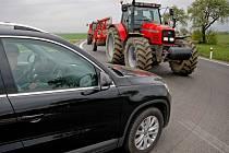 Zemědělci vyjeli s technikou například na hlavní silnici, která spojuje Jihlavu a Velký Beranov.