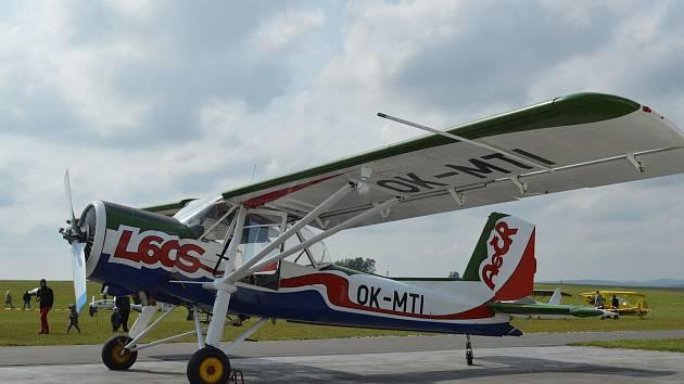 Prohlídka hangárů, nejrůznějších druhů letadel ale také parašutistické seskoky i ukázky aerovleků. To je pouze zlomek programu, který byl v sobotu přichystán Aeroklubem Jihlava pro návštěvníky letiště Jihlava-Henčov.