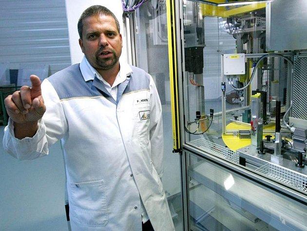 Jednatel jihlavské strojírenské společnosti Automotive Lighting Petr Novotný označuje současný stav za mírné oživení.