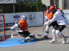 Zvládli to. Jihlavští hokejbalisté překonali gólmana Jašeka třikrát a Třemošnou porazili.