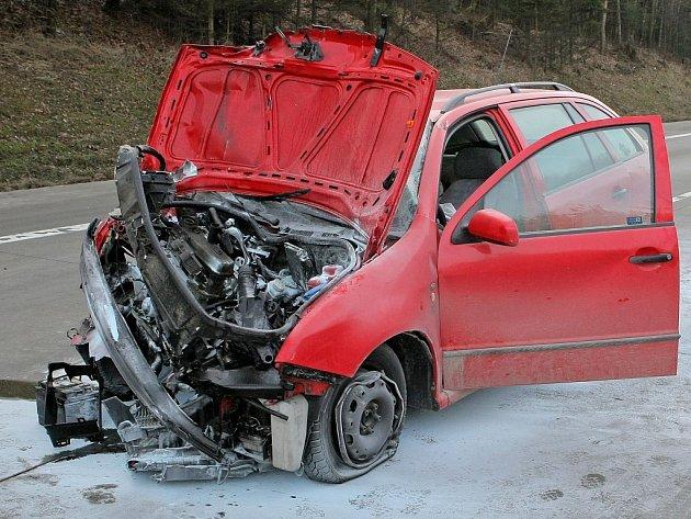 Při srážce osobního auta a cisterny se v pátek po poledni na 129. kilometru dálnice D1 směrem na Brno zranilo kromě matky i tříměsíční dítě.