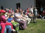 DIVADLO A SETKÁNÍ. Setkání rodáků, občanů a přátel Kostelní Myslové zpestřilo divadelní představení či výstava fotografií.