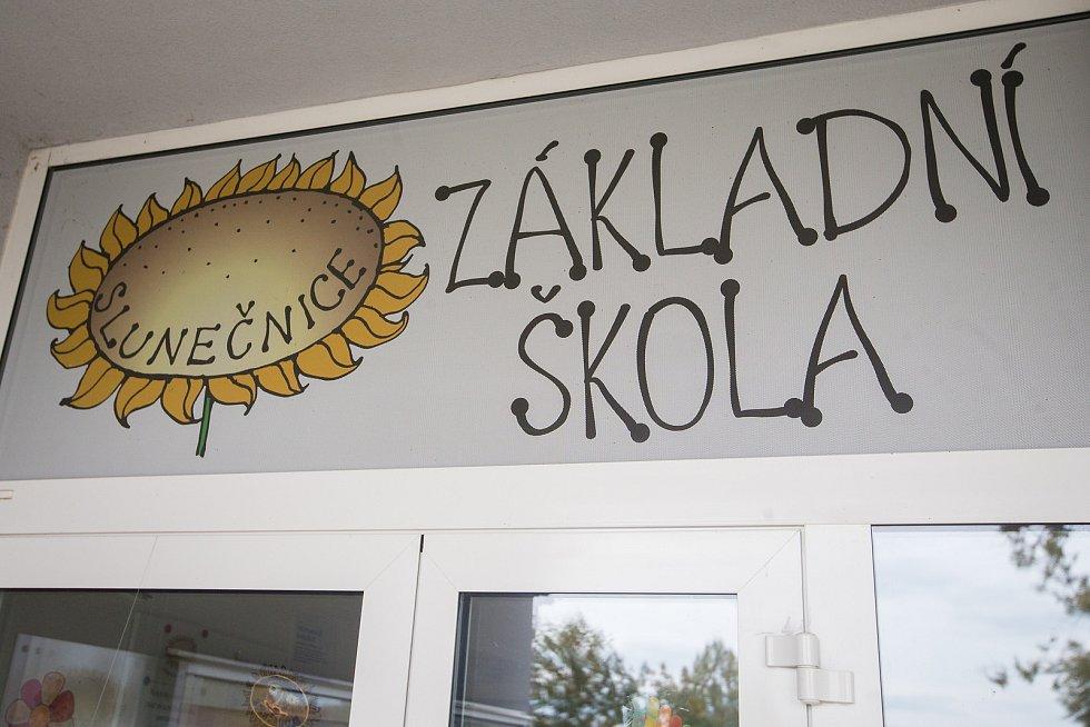 Základní škola v Okrouhlici.