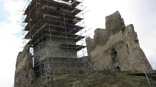 Hrad Rokštejn prochází rekonstrukcí