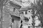Náměstíčko před klášterem kostela Matky boží.