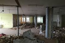 Interní oddělení jihlavské nemocnice je už minulostí. Stavební práce pokročily a původní prostory jsou k nepoznání. S tím je spojena celá řada změn a stěhování.