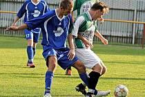 Fotbalový kanonýr Vojtěch Zedníček (vpravo) se chce fotbalu věnovat na nižší úrovni. Se svým někdejším žďárským parťákem Radimem Chmelíčkem by chtěl působit v A-třídním Bohdalově.