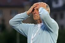 Po porážce v Příbrami na podzim 2013 skončil u jihlavských fotbalistů trenér František Komňacký. Týden po domácím neúspěchu vloni na podzim s týmž soupeřem padl i Petr Rada. Jak si povede zítra v Příbrami Luděk Klusáček?