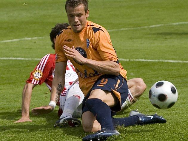 Obránce Milan Kopic (v popředí) zatím neví, kde bude působit v jarní části fotbalové sezony.