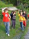 První prázdninovou akcí u rybníka nedaleko Jihlavy byl sobotní lampionový průvod. Jeho součástí bylo i vyvěšení osadní vlajky.