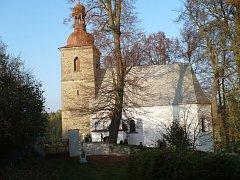 Ve střeše kostela sv. Petra a Pavla v Petrovicích jsou díry, oprava si vyžádá přes milion korun.