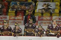 Trenér Viktor Ujčík si na střídačce Dukly užil v pátek večer nervy. Hlavně v závěru při snaze Litoměřic skóre dorovnat.
