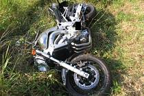 Šestapadesátiletý řidič havárii svého motocyklu nepřežil.