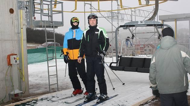 Lanovka je od prosince tahákem ski areálu v Lukách nad Jihlavou. Provoz tam ukončili 16. března.
