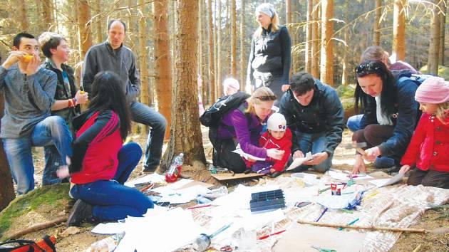 Lesní mateřská škola ve Zborné pořádá řadu akcí pro veřejnost. V neděli 19. dubna to byly oslavy Dne Země.