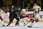 Jihlavští hokejisté (v bílém) zcela ovládli domácí duel se Šumperkem.