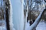 U Lovětína na Jihlavsku, se za mrazivého počasí nachází unikátní ledopád.