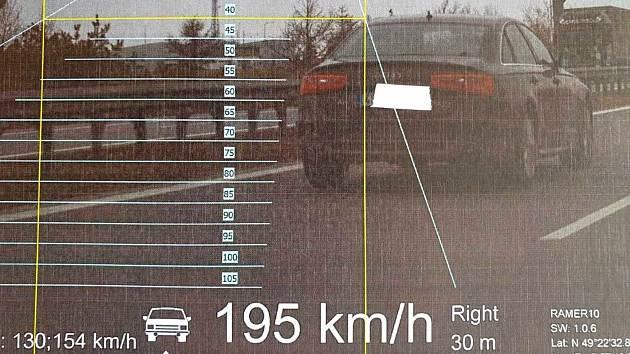 Radar naměřil projíždějícímu autu rychlost 195 kilometrů v hodině.