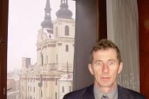 Ředitel Prioru Karel Hadrava může z okna své kanceláře vyhlížet na horní Masarykovo náměstí, například na chrám svatého Ignáce.