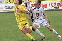 Lepší místo nevykoukali. Jihlavští fotbalisté (vlevo útočník Michael Rabušic)doma remizovali s Hradcem Králové a v konečné tabulce druhé ligy obsadili pátou příčku.