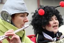 Den před Popeleční středou bude veselo na několika místech kraje. V Rozsochách se chystá rej masek, Jihlavou a Pelhřimovem projde průvod.