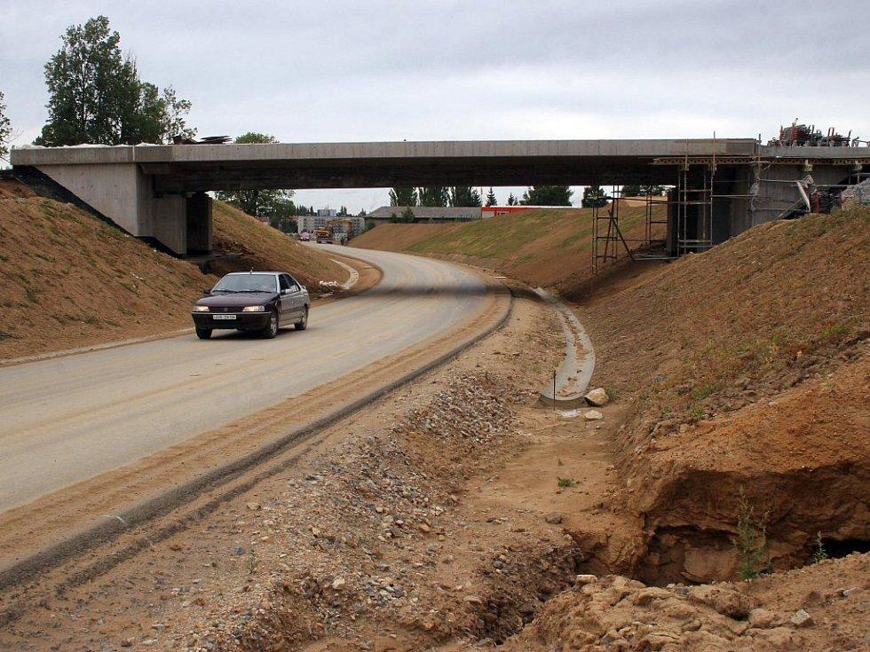 V rámci současné výstavby jižního obchvatu získá Jihlava dva zbrusu nové mosty. Jeden je téměř hotový v Pístově (na snímku). Druhý už také téměř celý stojí nad výpadovkou na Pelhřimov.