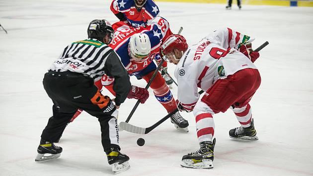 Po reprezentační pauze se pustili do bojů o důležité body i hráči Horácké Slavie Třebíč (v tmavém). Ve Vsetíně ale vyšli naprázdno.