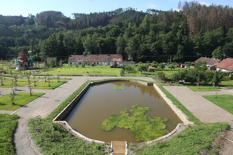 Nedvědice 17.7.2020 - obnova vrchnostenské okrasné zahrady na hradě Pernštejn