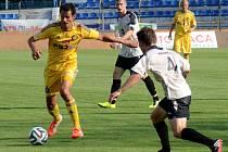 Záložník Tomáš Kučera (vlevo) si svými výkony velmi hlasitě řekl o místo v základní sestavě FC Vysočina pro nadcházející ročník Synot ligy.