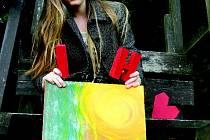 Srdce. Tento znak si vybrala studentka Ilona Hájková pro svou první veřejnou výstavu obrazů v jihlavském Divadle Na Kopečku.
