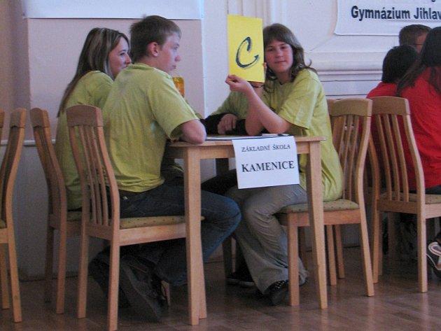 Základní školy z Jihlavska soutěžily v preventivní akci Právo hrou. Jedním z úkolů byl i znalostní test.